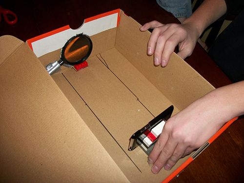 Make a projector for your smartphone just using a shoe box and a magnifying glass!