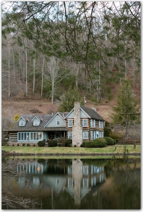 log house on the lake....perfection !!
