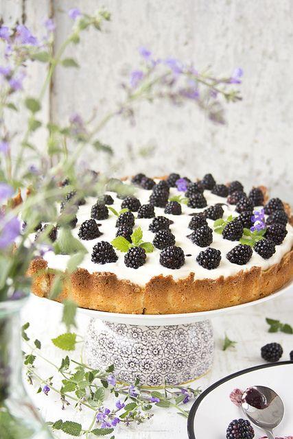 Delightfully pretty Blackberry Mascarpone Cheesecake