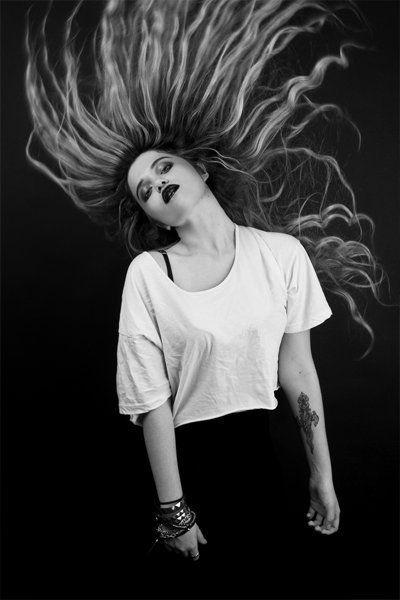 Sky Ferreira - I love this hair and dark lipstick combo