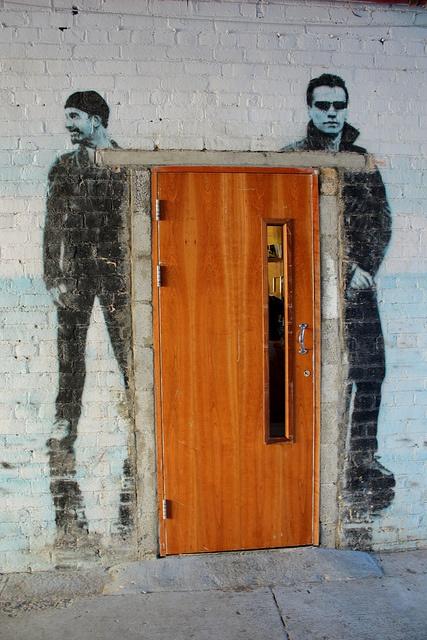 U2 door by Esther Moliné.  street art 000