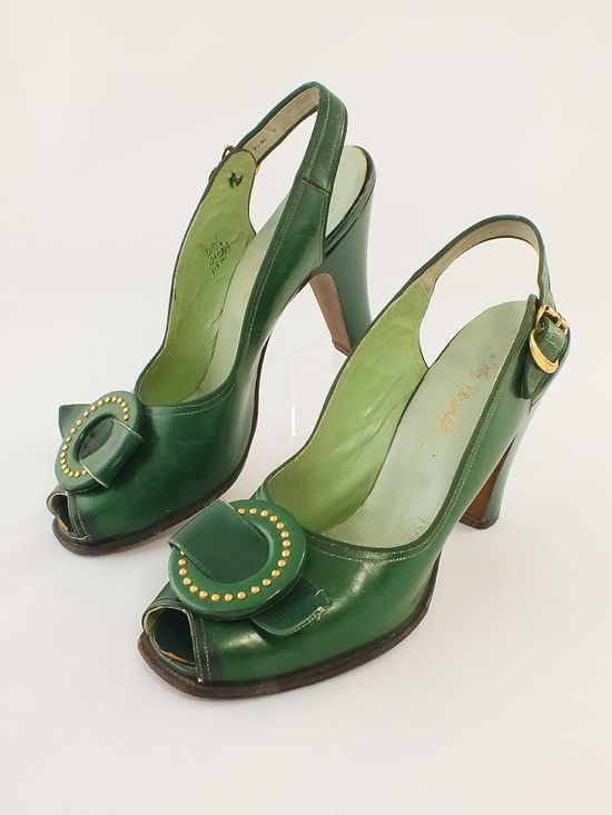 1940s Green Leather Peep Toe Sling Back Pumps. #vintage #fashion #shoes