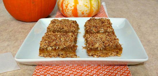 Pumpkin Oat Bars - A healthy, gluten free, vegan, crumbly oat bar filled with pumpkin butter.