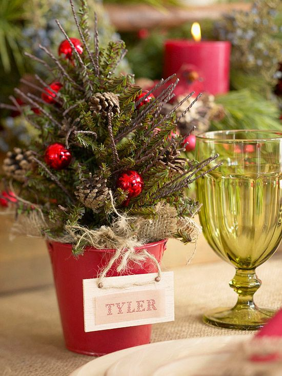 Place cards: Nestle a small burlap-wrapped tree inside a red pail! #Christmas tables: