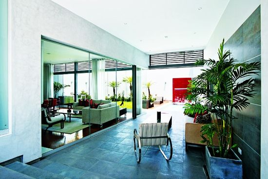 Connect Interior and Exterior Spaces Using Glass Facades