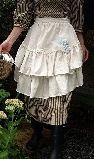 romantic country apron by suzanne