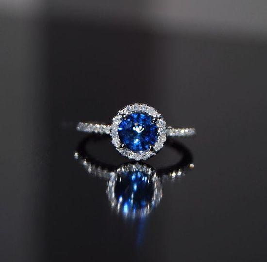 Pretty cornflower blue sapphire diamond ring