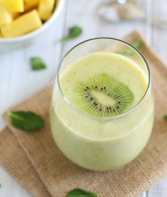 Pineapple Kiwi Mint Smoothie by runningtothekitchen: Summer in your glass! #Smoothie #Kiwi