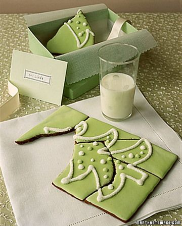 What a wonderfully fun Christmas Tree Cookie Puzzle. #green #cookies #puzzle #food #baking #dessert #Christmas #kids