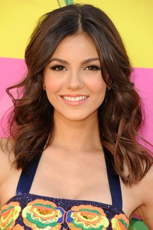 Victoria Justice's Classic Prom Hairstyle With a 2013 Twist