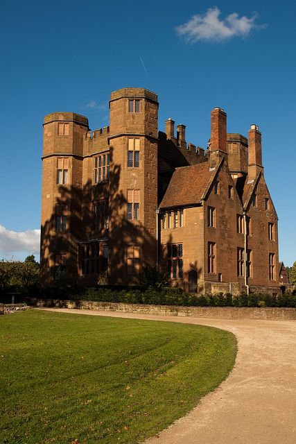 Kenilworth Castle, Warwickshire, via Flickr.
