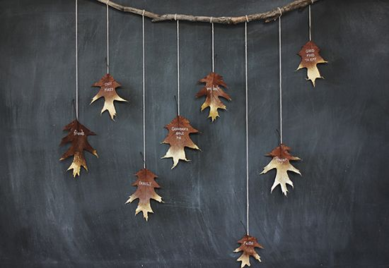 DIY IDea An Italian Friendsgiving DIY Giving Thanks Golden Leaf Garland #anthropologie #pintowin #Friendsgiving