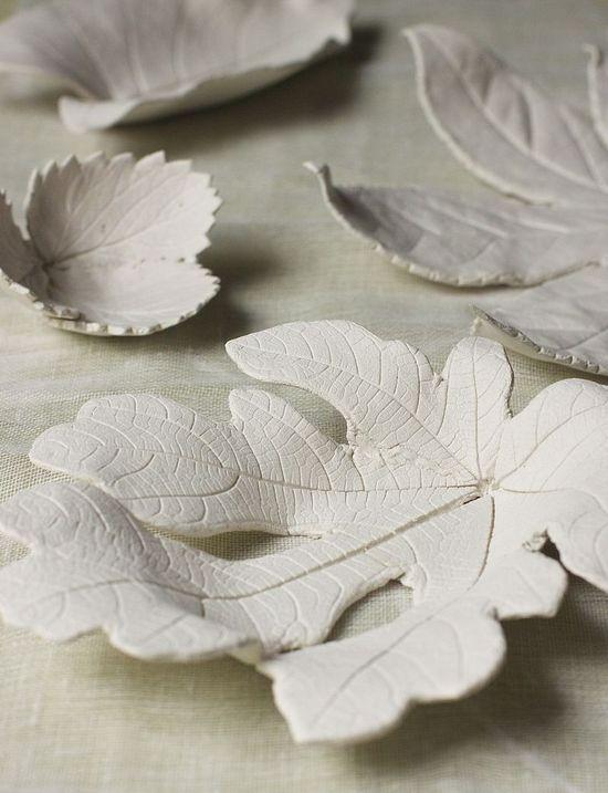 Gorgeous Clay leaf Bowls Tutorial, with air dried clay! Urban Comfort. #Fall #DIY