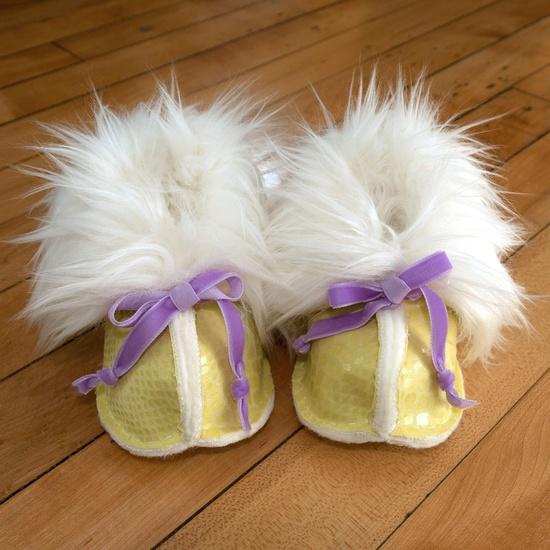 Baby girl faux fur booties
