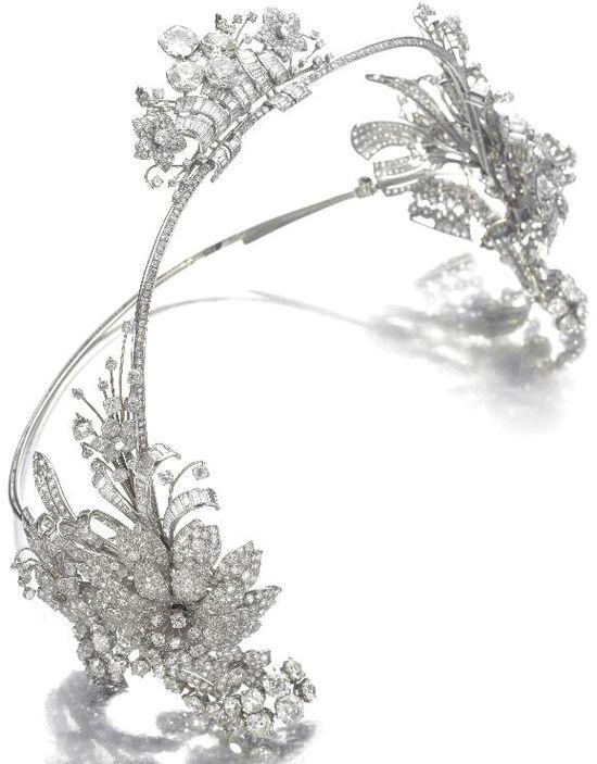 Art Deco diamond hair ornament, Cartier, circa 1930. Via Diamonds in the Library.