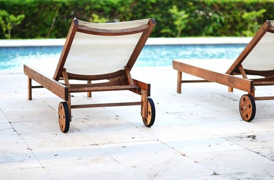 CHIC COASTAL LIVING: Five Things... Mi Casa pool chaise lounge