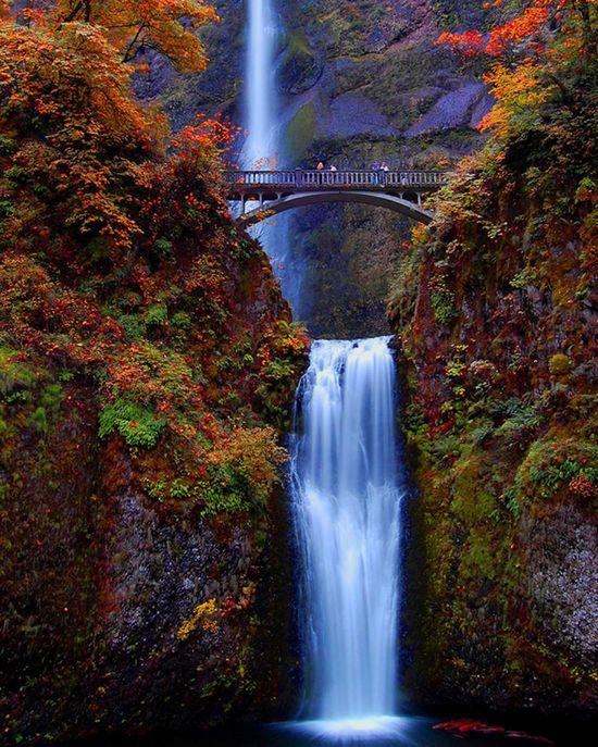 Multnomah Falls, Columbia River Gorge near Portland, Oregon
