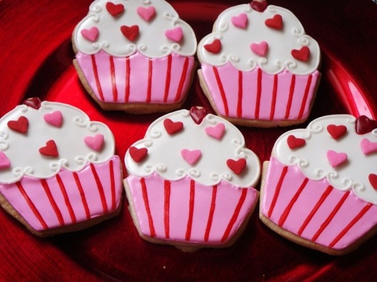 CUTE Valentine's Day cupcake shaped cookies!