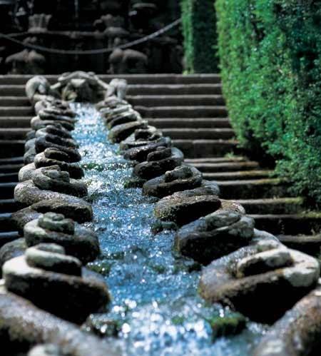 Flowing Water Garden Design