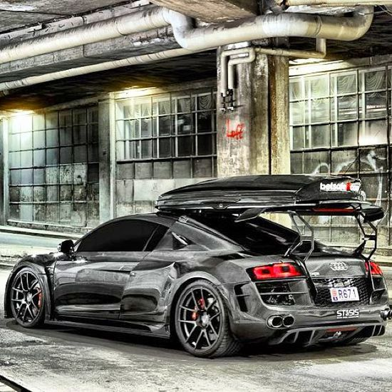 Another breathtaking Audi R8 With Roof rack on the spoiler - Brilliant!