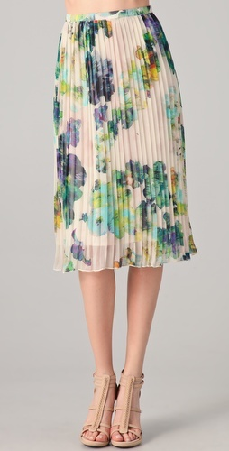 Floral + pleats. soft and pretty
