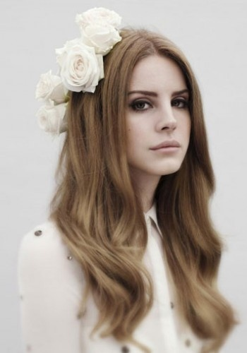 Lana del Rey's floral garland - perfect bridal hair