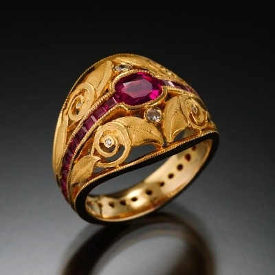 Tom Hermann - gold ring w/rubies and diamonds (=)