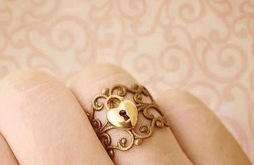 this is really cool....is there another ring with the key on it?:)