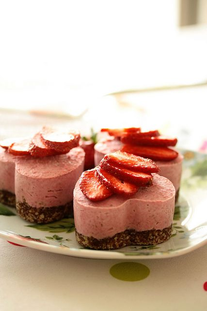 Raw vegan strawberry cake