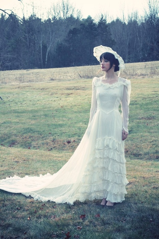A lovely vintage wedding dress from Light Witch.
