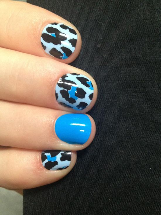 I'm in love with this #nailart combo of Blue Leopard and Cyan Solid - super cute