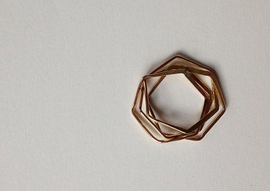 Golden geometry: the hexagon nest ring.