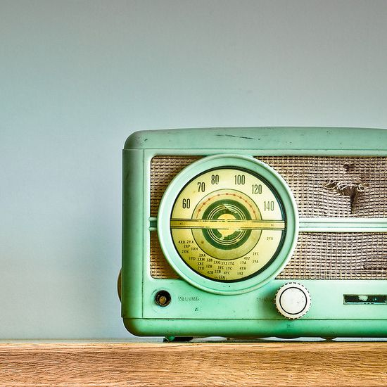 Vintage radio. Have this :) Matches my old stove.