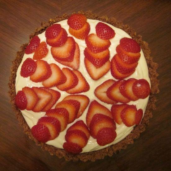 Strawberry Greek Yogurt Pie- a healthy dessert option!