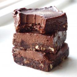 Secretly HEALTHY and no-bake fudge bars that taste like chocolate candy bars.