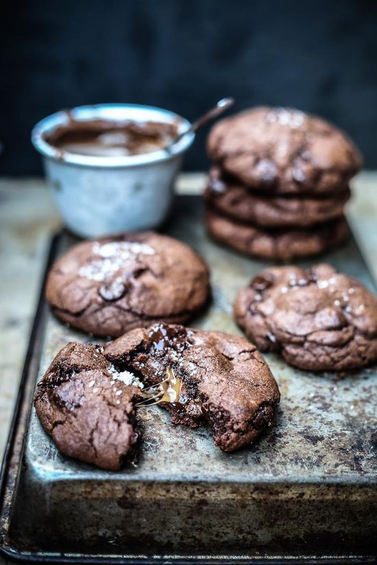 Salted Caramel Nutella Stuffed Double Chocolate Chip Cookies / Top with Cinnamon