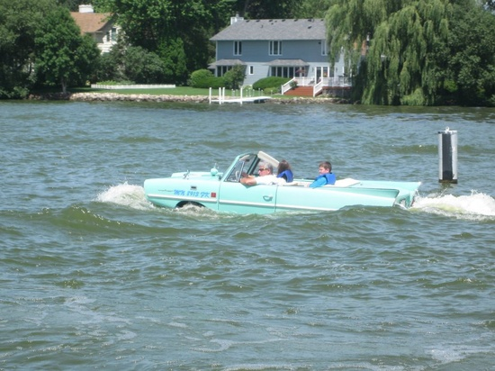 Retro Amphicar! I want one!