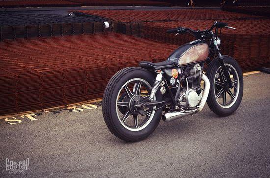 Lovin' this low-slung custom Yamaha SR500 bobber from France.