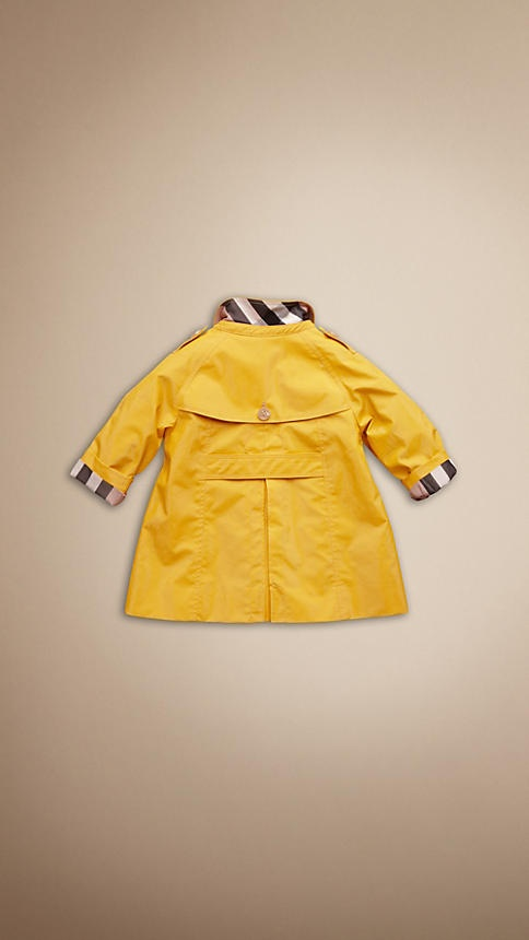 I love kids in yellow raincoats!