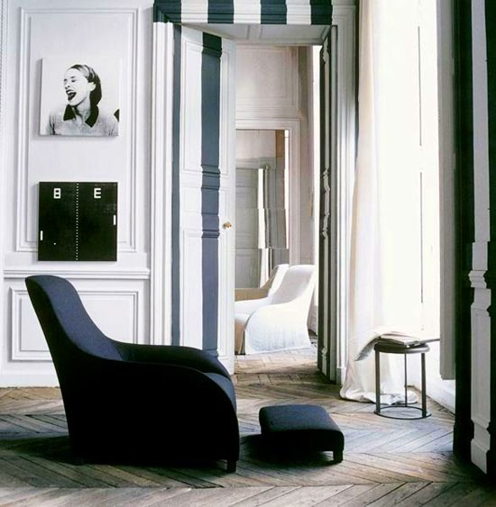 Striped wall and art in living room. #decor #classic #style #interior #chair