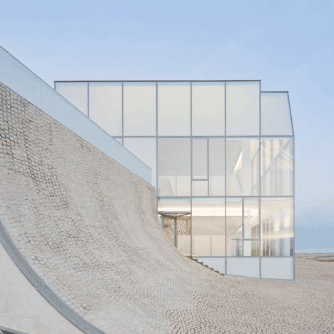 Cité de l'Océan et du Surf by Steven Holl and Solange Fabião