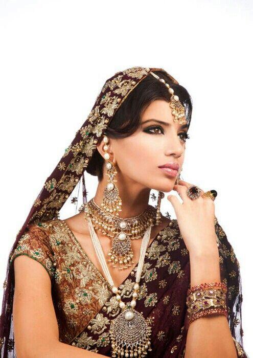 Beautiful dress nd dress colours.....