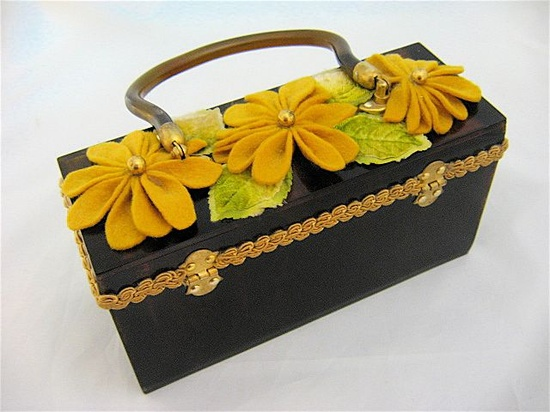 Vintage lucite purse with felt flowers. #vintage #purses #handbags #accessories