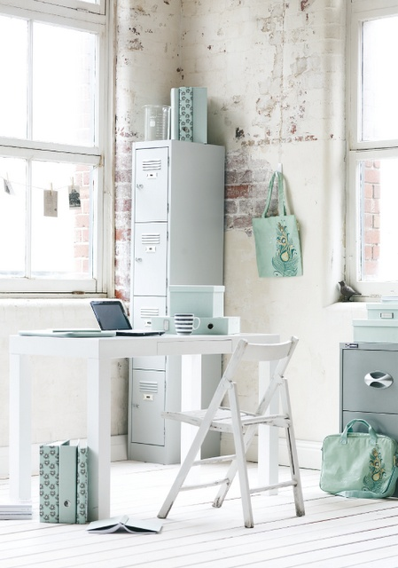 love the little bits of seafoam/aqua and the locker!