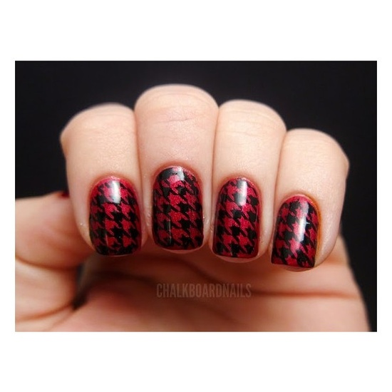 red and black houndstooth nail art