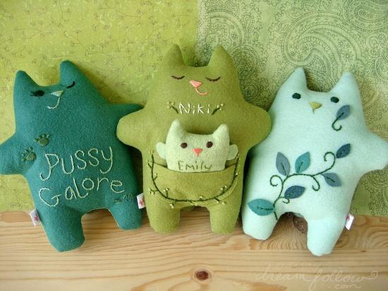 Green fatkitties, by Aimee Ray