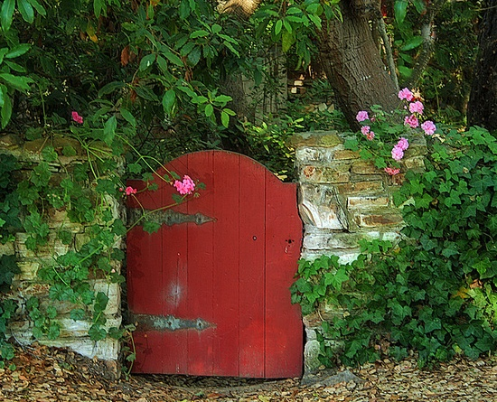 ~darling red cottage gate~