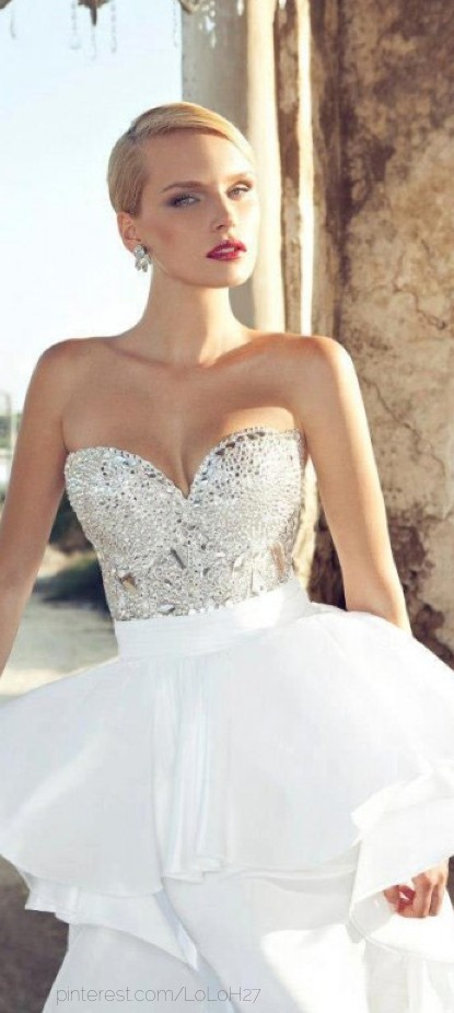 Beautiful gown! ?js