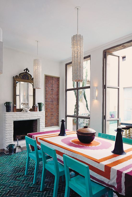 That is incredible turquoise tile!! The amazing home belongs to French interior designer and rug-importer François Gilles, and is located in the small southern Moroccan city of Taroudant. Other than the fabulous herringbone tile (which I truly cannot get over!), how about the great use of color in the dining room!