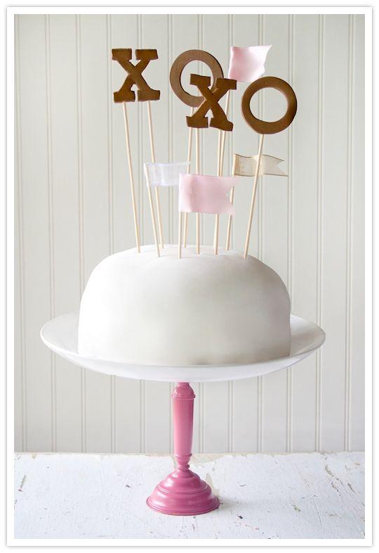 Cute DIY cake topper!